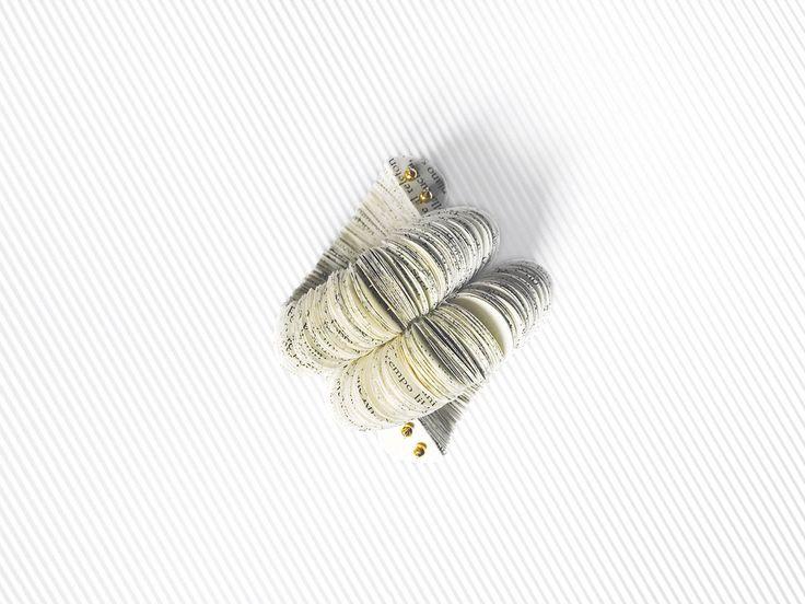 Grande bracciale, gioiello di carta, bracciale di pagine di libro, bracciale a doppio giro sul polso, forma di serpente by AlfieriJewelDesign on Etsy