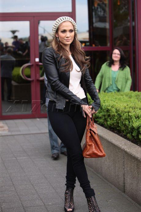 Beige knit toque / Black leather jacket / White tank / Black skinny pants / Black gladiator sandals - Jennifer Lopez