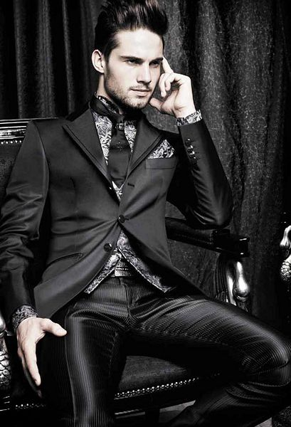 Carlo Pignatelli Spring 2011. Amazing suit. Anyone know where I can get suits from this collection still??