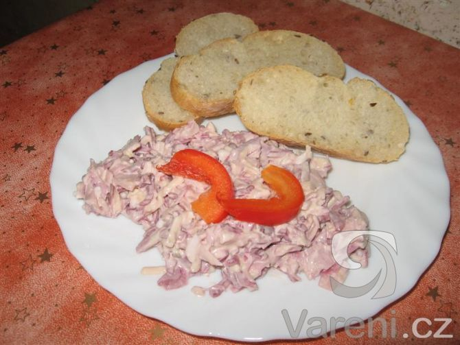 Recept na salát z červeného zelí, tzv. hanácký - lepší než kupovaný.