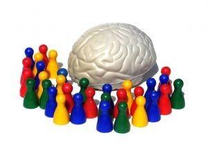 Onder 8 jaar: De hersens slaan letters en woorden willekeurig op, met verkeerde vormen, zonder ruimte ertussen, gespiegeld of gedraaid, of een combinatie van allemaal. De weg van wat de ogen zien naar hoe het beeld wordt opgeslagen is nog erg complex! Tussen 6 en 12 jaar: Gemiddelde leerlingen en beelddenkers hebben nog moeite met …