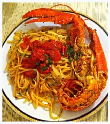 Linguine con langosta Ver receta: http://www.mis-recetas.org/recetas/show/85251-linguine-con-langosta
