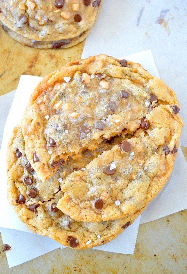 Kocaman kurabiyelerin bir tanesi bile size yetebilir ama ben olsam sıcak sıcak bir tepsisini yerim!