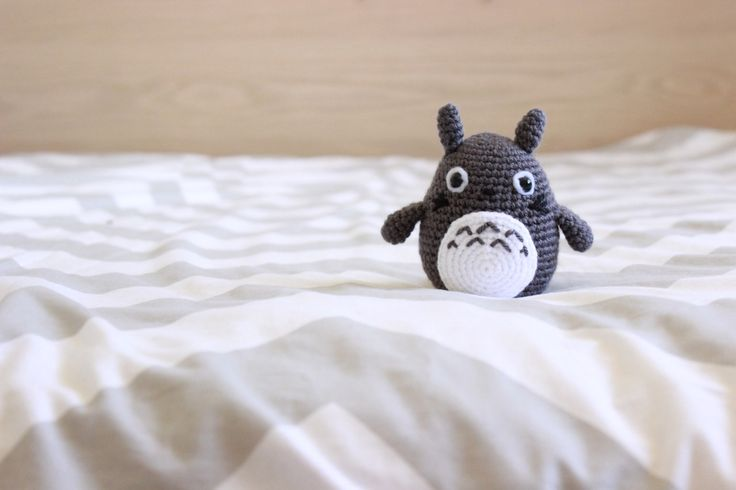 Grey Totoro from My Neighbour Totoro - Free Amigurumi Crochet Pattern here: http://53stitches.tumblr.com/post/102848191812/hello-again-my-sister-has-been-asking-me-to-make