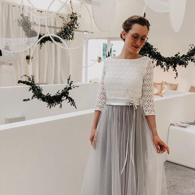 Boho Brautkleid Zweiteiler Mit Spitzentop Und Tullrock In Grau Brautkleid Hochzeitskleid Brautmode Boh Standesamtliche Trauung Kleid Tullrock Outfits Braut