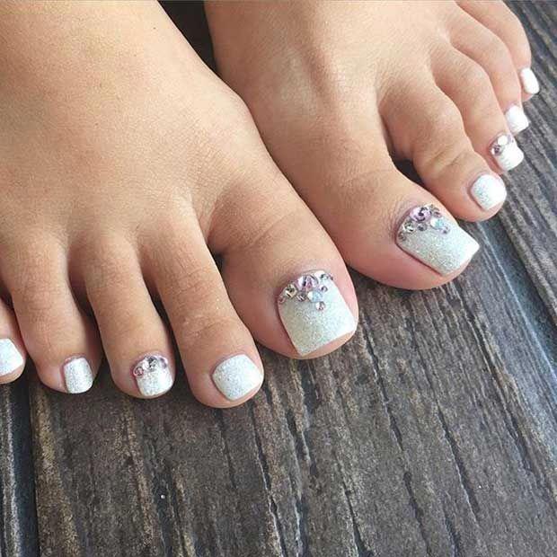 Elegant White Glitter Toe Nail Design With Rhinestones Elegantnaildesigns Glitter Toe Nails Toe Nail Designs Pedicure Designs Toenails