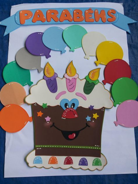 Painel para Mural Escolar, biblioteca, sala de leitura, sala de aula. <br>Contém o bolo, a placa de 'parabéns' e 12 bolas (uma para cada mês) <br>*para colocar os nomes dos aniversariantes nas bolas. <br>É confeccionada em EVA nas cores e tamanho desejado. <br> <br>Feito sob encomenda. <br>O prazo é de 5 dias (tempo pode variar de acordo com a temporada). Entre em contato para maiores informações.