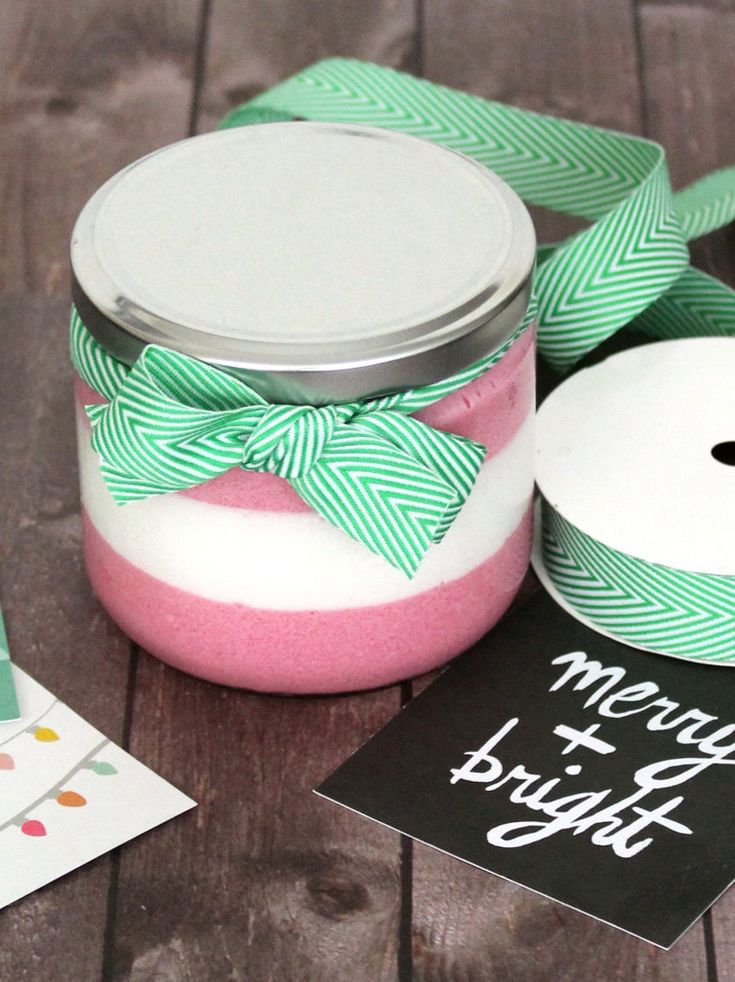 DIY Holiday Gifts! Make this peppermint foaming sugar scrub recipe to gift to friends and family this holiday season! #diy #gifts #giftideas #holidays #holidaygifts #christmas #christmasgifts #diygifts #crafts #diygiftideas #handmade
