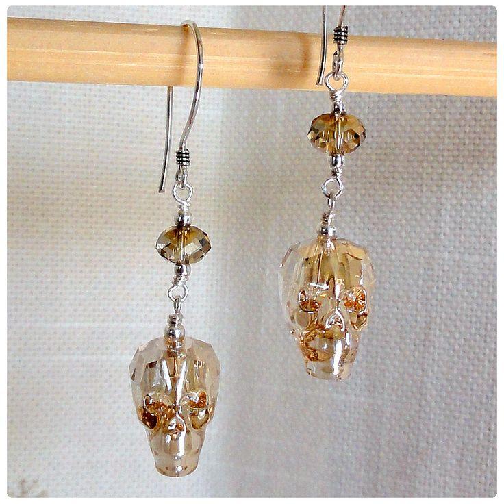 Fülbevaló inspiráció az új #Swarovski Koponya és #Briolette gyöngyökből Golden Shadow színben.