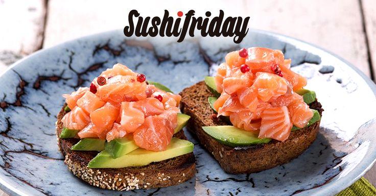 Tosta de Sashimi de Salmón Noruego con aguacate