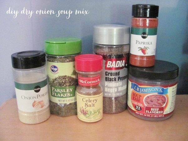 Make your own seasoning packets! Skip the artificial junk & use your own blends for these single use packers. Via hellobee
