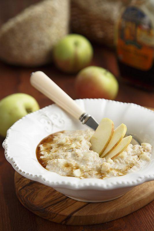 Овсяная каша с яблоками и кленовым сиропом