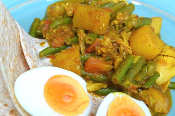 Een heerlijk recept voor Surinaamse Roti met masala kip! Een succes in onze familie en vriendenkring. Maak hem lekker met sperziebonen, aardappels en ei.