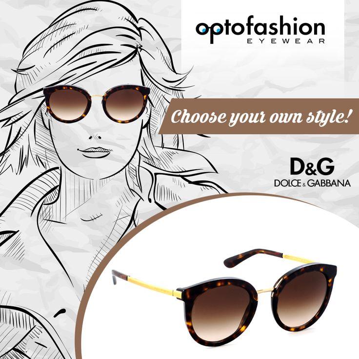 Μοντέρνα, θηλυκά και με διάσημη υπογραφή, αυτά είναι τα γυαλιά ηλίου Dolce&Gabbana DG 4268. Σε σχήμα στρογγυλό και με καφέ ταρταρούγα χρώμα πλαισίου, τα γυαλιά ηλίου Dolce&Gabbana DG 4268 502/13 αποτελούν την πιο must επιλογή για τις γυναίκες που θέλουν να ξεχωρίζουν. Οι φακοί είναι οργανικοί, σε καφέ ντεγκραντέ απόχρωση, προσφέροντας την μέγιστη προστασία των ματιών σας. Το ρετρό στυλ του τραβάει όλα τα βλέμματα πάνω σας, μετατρέποντας σας σε fashion icon.