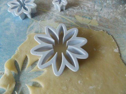 Les Griwech, des gâteaux algériens préférés de mon mari, mais cette fois je les ai façonné sous de...