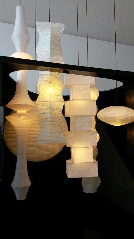 Isamu Noguchi - Akari light sculptures - 1951 - organisch design - gemaakt van shoji papier. Akari = helderheid, licht en lichtheid