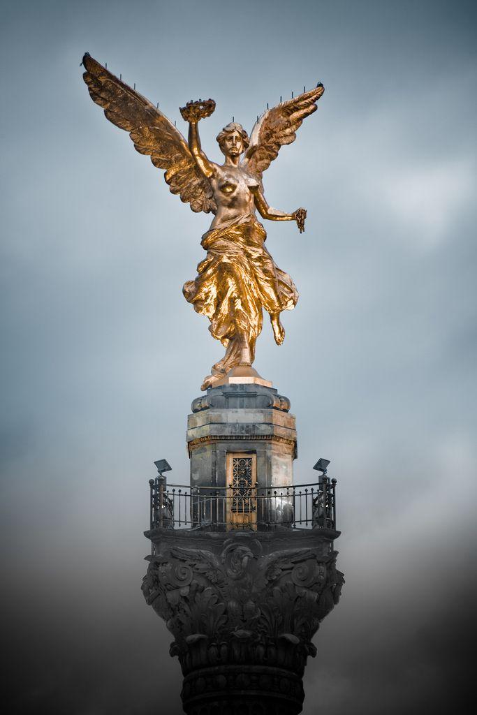 El Ángel de la Independencia se encuentra en la Cuidad de México, en la glorieta…