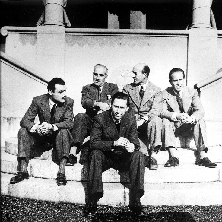 Da sinistra: Enrico Emanuelli, Carlo Linati, Piero Gadda Conti, Antonicelli e, in primo piano, il figlio dell'avvocato Graziadei sulla scalinata della villa di Sordevolo nel 1937