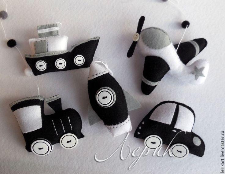 """Купить Черно-белый мобиль для новорожденного """"Транспорт"""" из фетра - чёрно-белый, подвеска в кроватку"""