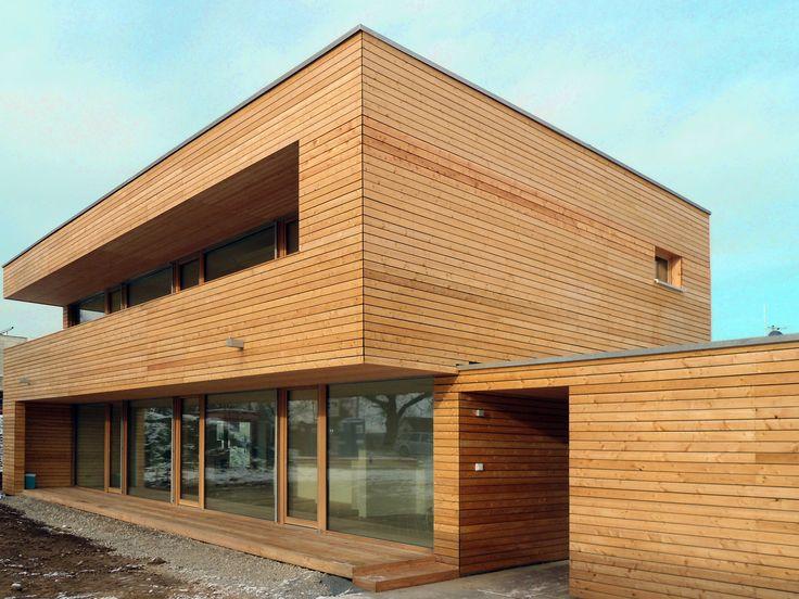 einfamilienhaus modern holzhaus flachdach holzfassade holzterrasse bauhausstil modern fenster. Black Bedroom Furniture Sets. Home Design Ideas