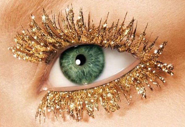 It's safe to say that we're obsessed with glitter! If you can't get enough of the glittery stuff, here are 15 new ways to wear it!