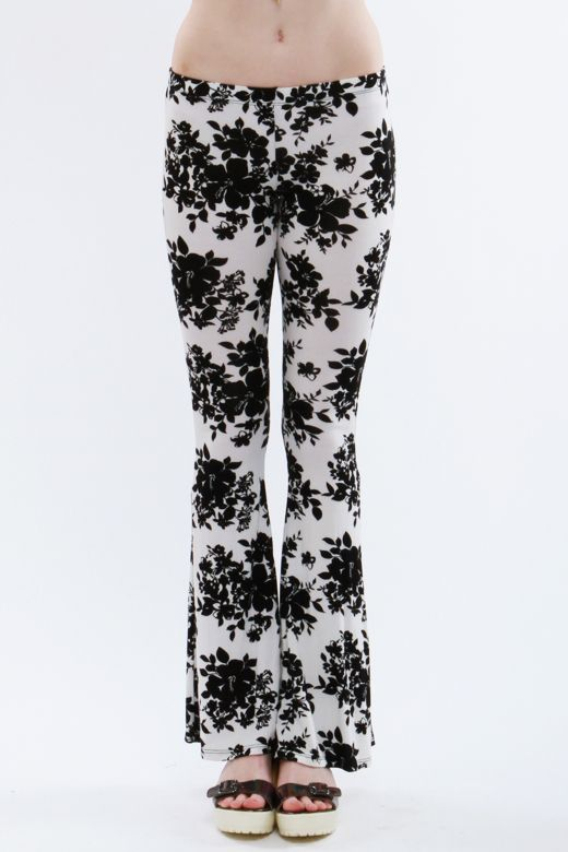 Floral black and white print flare pants. P-24512