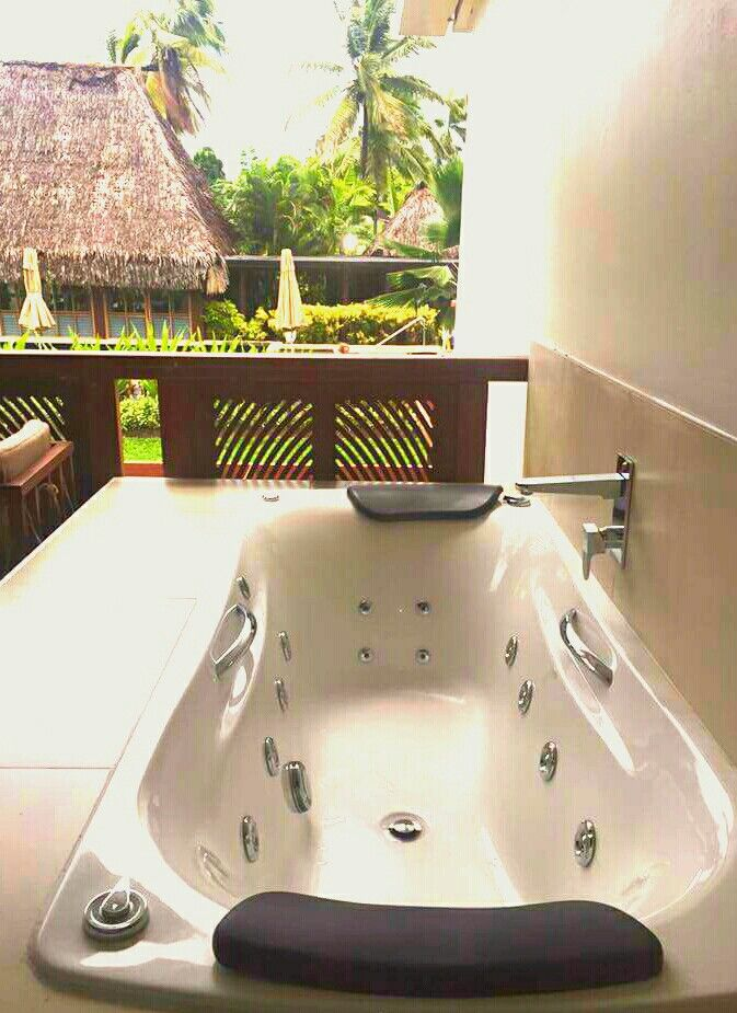 Outdoor spa bath anyone?! Loved this bath at the Westin resort and spa in Fiji.