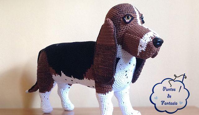 Con este patrón podrás tejer un bonito y pequeño perro de la raza Yorkshire.  El patrón está en español.