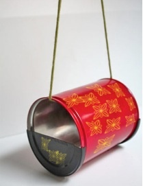 How to Make a Birdfeeder From a Coffee Can