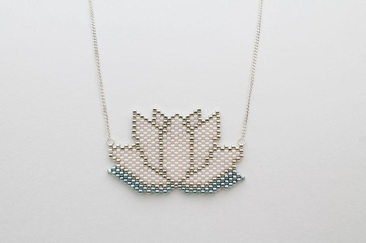 collier Lotus en perles Miyuki pastel et Argent 925 : Collier par les-filles-des-midinettes