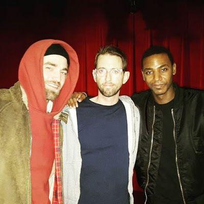 Nova foto do Robert Pattinson com Neal Brennan em NY (05/03)