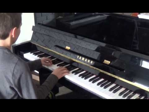 Игра на пианино от моего 11 летнего сына. Второе произведение его собств...