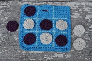 Crochet Tic-Tac-Toe Travel Game. Free~pattern. To make this a little more girly add a frill around the edges and make up in pretty colours.