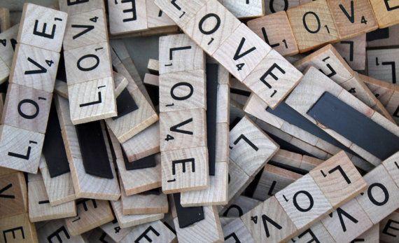 """Articoli simili a Set di 100-Scrabble Tile """"Love"""" magnete bomboniere su Etsy"""