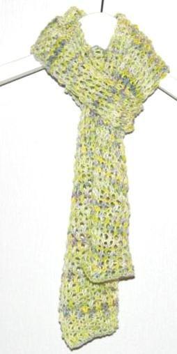 Oppskrift på lett og lekkert skjerf strikket i Albireo - et håndfarget garn i bambus og økologisk bomull