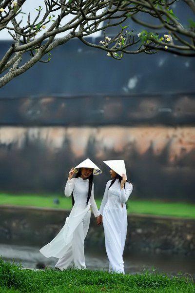 #Vietnamese girls in white Ao Dai.  You plan to visit Vietnam? http://www.exoticvoyages.com/vietnam-tours