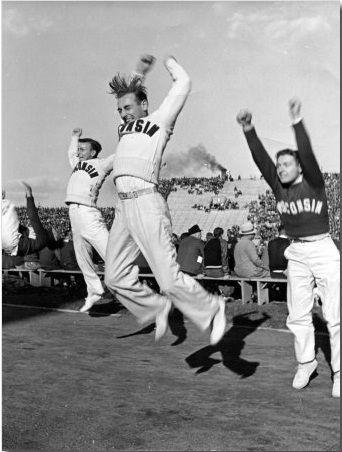 Cuando los cheerleaders comenzaron, en la Universidad de Minnesota en 1898 por iniciativa de Johnny Campbell, eran todos hombres. Sólo desde 1923, también comenzando en la  Universidad de Minnesota, participan mujeres