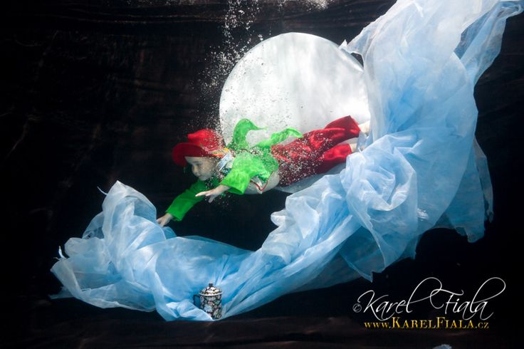 Focení dětí pod vodou v baby klubech a plaveckých školách #plavani #deti #focenipodvodou #vevode #babyswim #babyswimmer #baby #babydiving #swimmingbaby #karelfialafotograf #underwaterportrait #ikelite #underwaterphotographer #underwater #divingbaby #freediving http://karelfiala.cz/vodnicci-tyhle-fotky-proste-musite-videt/