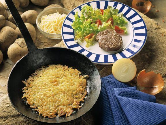 Hüftsteak mit Kartoffelrösti und Beilagensalat ist ein Rezept mit frischen Zutaten aus der Kategorie Rind. Probieren Sie dieses und weitere Rezepte von EAT SMARTER!