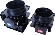 VF150 同時給排型電動シャッター (常閉式・ダクト管Φ150用)   品番:VEF150  排気電動シャッター(VE150)と給気電動シャッター(VF150)を同時に使用することによりレンジフードを同時給排型にすることができます。 同時給排型にすることで、給気不足による騒音の増大・ドアの開閉難・ファンモーターに負荷が掛かり風量が落ちたり、寿命が短くなるなどの問題を軽減することができます。 <注意> VE150及びVF150が使用できない機種には対応できません。 VEF150には、VE150とVF150を繋ぐ連動ケーブルがついています。 同時給排型にする場合は、必ずVEF150を発注して下さい。