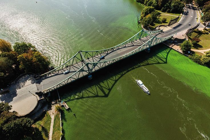 Glienicker Brücke, Berlin/Potsdam by Jürgen Hohmuth