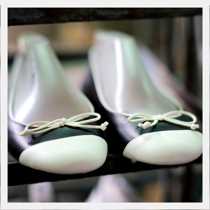 Handcrafted flats. Made in Italy. Made to order. Start designing at www.VIAJIYU.com