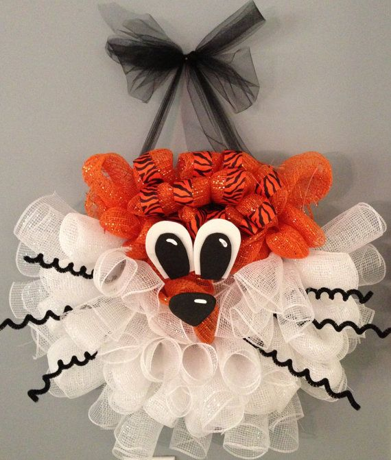 Aubie the Tiger Wreath - Etsy How cute is this?
