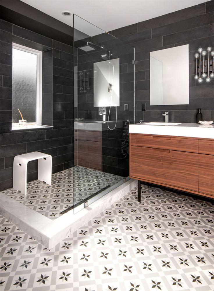Ladrilho hidráulico no piso de banheiro. Fotografia: MHouse Inc.