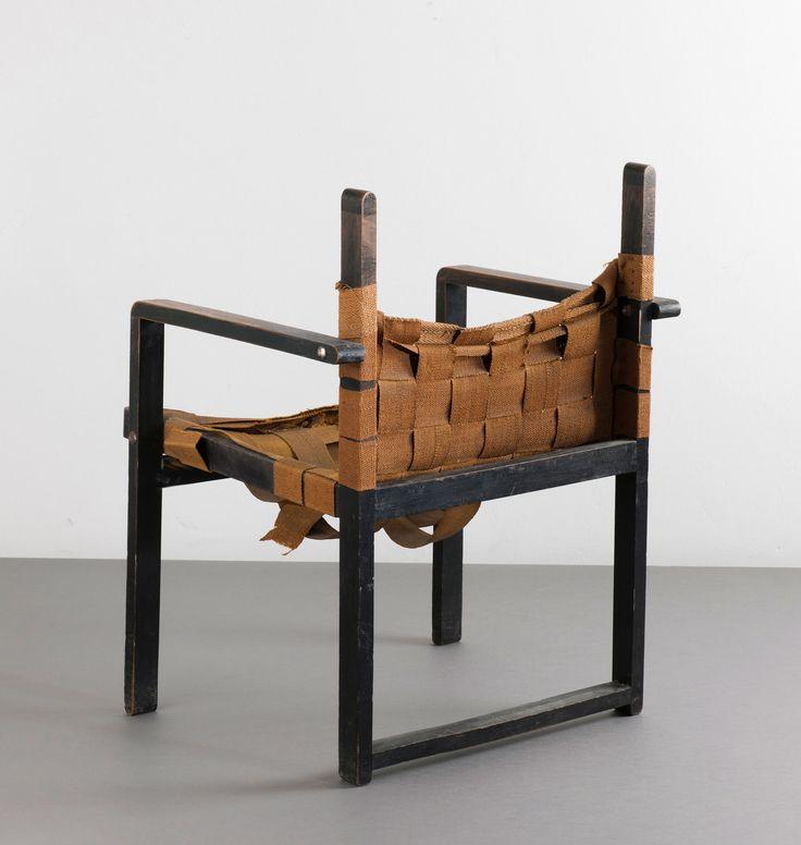 Lot 106B22 - 'Bauhaus' crate chair, 1920/30s Albers, Josef; Breuer, Marcel; Dieckmann, Erich (im Stile von) Bauhaus Umgebung -> Auction 106B - Text: english Version