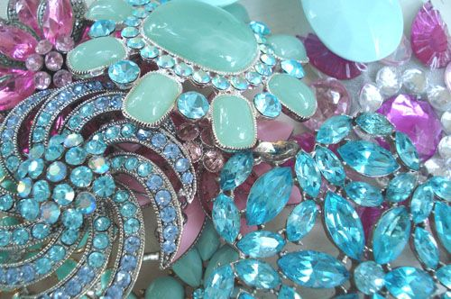 deliciousness for my collection!: Vintage Rhinestone, Blue, Color, Vintage Brooches, Jewels, Sparkle, Vintage Jewelry, Vintage Style
