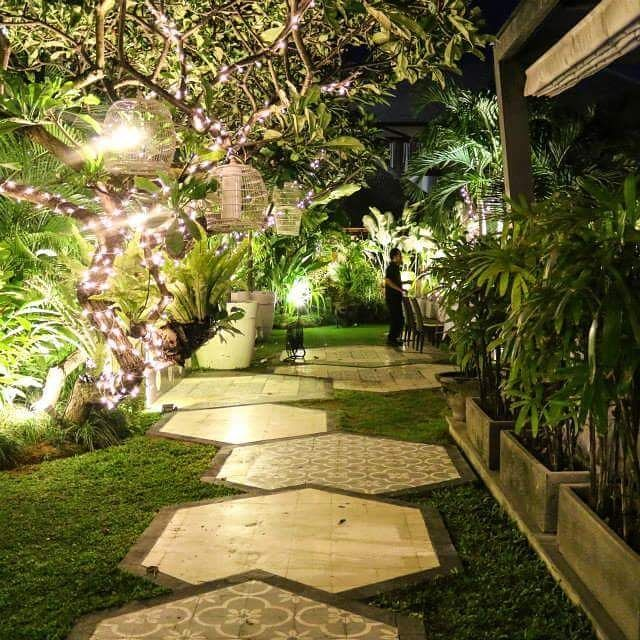 Fun with @ushersbydesign at Hu'u. Hexagonal paving pattern for modern retro feel. Hu'u restaurant garden.  Repost  @huubali  #bestrestaurant #bestvilla #seminyak #pathway #tiles #reto #balilandscapecompany #bestinbali #bali #balilandscaper  #landscape #landscapeconstruction #landscapecontractor #gardendesignmag #gardenideas #FineGardening #landscape_review #landscapearchitecture #landscapearchitect #garden #gardenideas #gardeninspiration #gardenlove #instagarden #planting #taman…