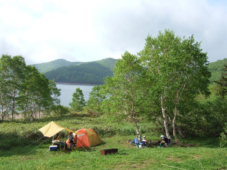 ほんとうに気持ちいいキャンプ場 野反湖キャンプ場 http://lakenozori.web.fc2.com ☎090-5201-4782 料金/入場料:500円 テント1張:1,500円