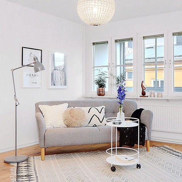Grå Mustangen soffa. 50tal, retro, träben, trä, vardagsrum, möbler, inredning. http://sweef.se/soffor/97-mustangen-soffa-50-tal.html