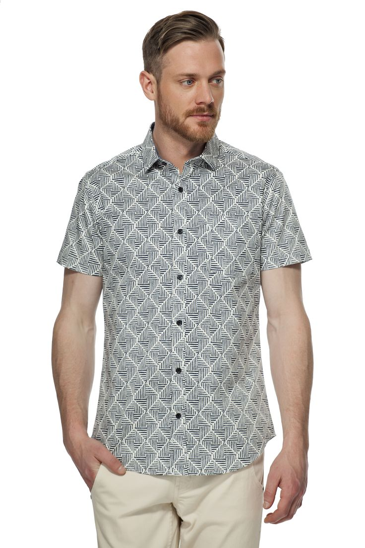 Chemise extensible à motif géométrique / Geometric pattern fitted stretch shirt https://www.tristanstyle.com/en/hommes/nouveautes/chemise-extensible-a-motif-geometrique/28/hv010d1257z/